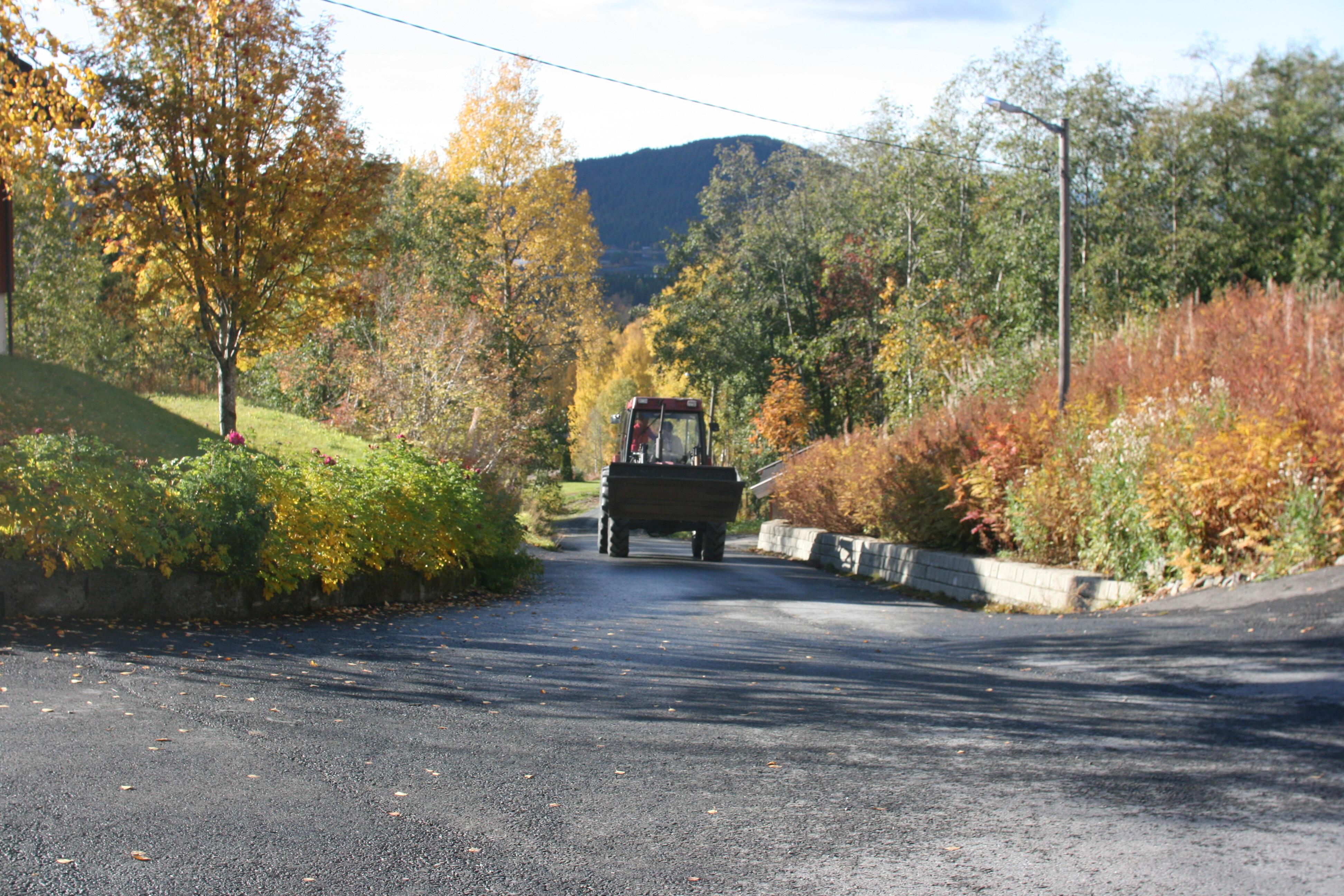 Traktor på landevei