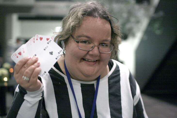Marita Ranheim spiller kort og håper på en dans.