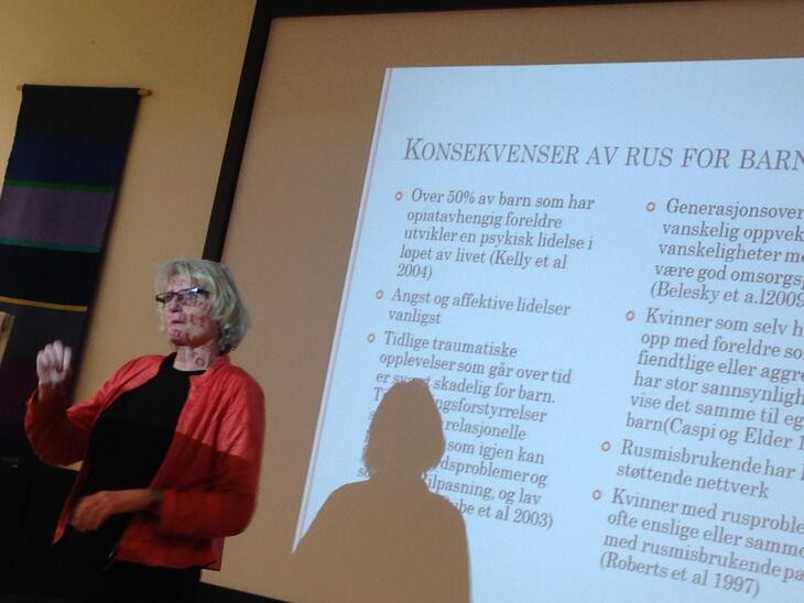 Astrid Halsa holdt foredrag om barn som pårørende