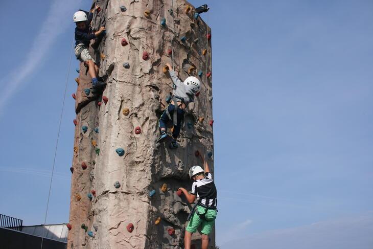 barn i klatretårn