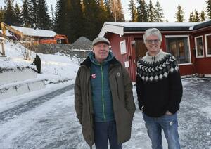 Ulf Jansen (t.v.) og Gunnar Engen ser frem til ny hall på Tyrilitunet. Faksimile fra Ringsaker Blad. Foto: Asgeir Høimoen.