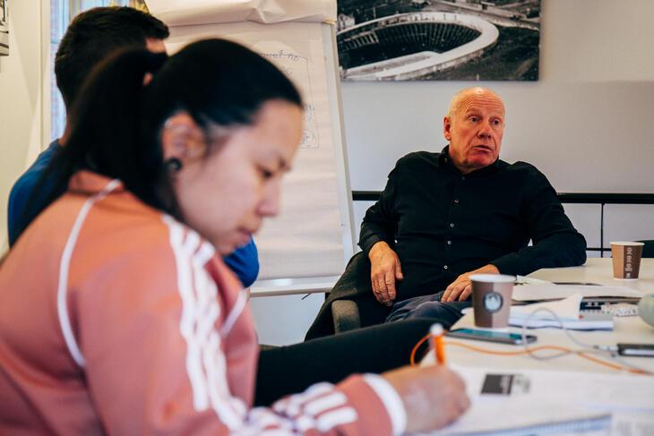 Ulf Jansen, grunnlegger av Tyrilistiftelsen og leder fra 1980 til 2018. Foran: Anne Malebakken.