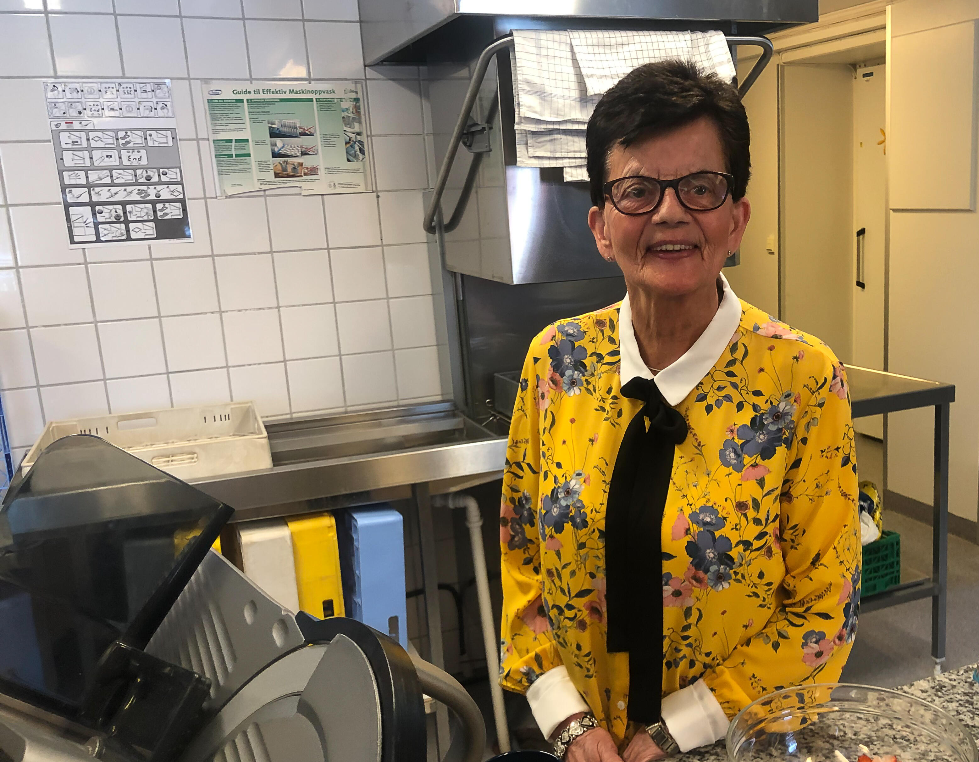 Unni Tollan på kjøkkenet på Frankmotunet, hvor hun har vært arbeidsleder for innelaget i en årrekke