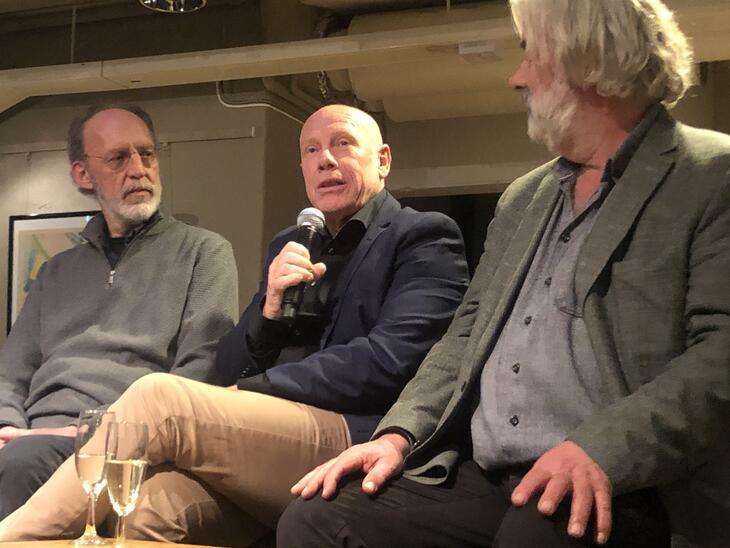 """Ulf Jansen var leder for det som het Tyrilikollektivet da """"For harde livet"""" ble spilt inn på slutten av 80-tallet. Her flankert av filmens produsent Aage Aaberge og regissør Sigve Endresen, begge fra Motlys."""